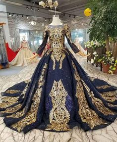 Sound Couture Style # - Workshop Dresses to Order> ladies-tailor. Stunning Dresses, Beautiful Gowns, Pretty Dresses, Beautiful Outfits, Ball Gown Dresses, Royal Dresses, Evening Dresses, Fantasy Gowns, Couture Fashion