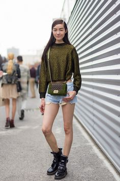 Ranked: 14 Models With the Best Off-Duty Style Spring Shorts, Spring Outfits, Street Chic, Street Style, Street Fashion, Black Moto Boots, Boating Outfit, Model Look, Models Off Duty