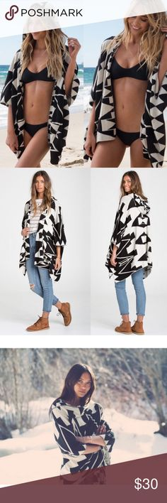 Billabong Enchanted Ways Poncho size Small Only worn once, like new condition. Billabong enchanted ways Printed hooded poncho style sweater. Open front. Oversized fit. Allover jacquard print. Front pockets. ¾ length sleeves. Billabong Sweaters Shrugs & Ponchos