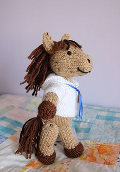 Ravelry: Sea Horse pattern by Barbara Prime A cute and easy pattern for a toy horse. The shirt is fun to make too. All pieces are knit flat and then seamed. Crochet Horse, Sailor Shirt, Little Cotton Rabbits, Horse Pattern, Knitting Patterns, Knitting Toys, Knitting Ideas, Knitted Slippers, Ravelry