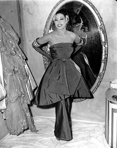 #VBGicon Josephine Baker strikes a pose in her dressing room on March 6, 1951 at the Strand Theater in New York City. Photo: AP.