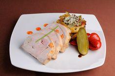 FEL PRINCIPAL - Cotlet de porc impanat * Cartofi taranesti, castraveciori la saramura si gogosari la otet
