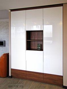 Od 1998 roku zapewniamy usługi na najwyższym poziomie. Niezależnie od wielkości pomieszczenia jesteśmy gotowi zaprojektować i wykonać wymarzone meble kuchenne, meble łazienkowe, szafy z drzwiami przesuwanymi, garderoby, zabudowy przedpokoju i wnęk.
