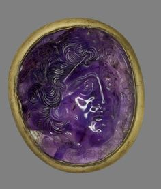 Amethyst cameo engraved with a head of Medusa in high relief, with wings above her temples and serpents coiled in her hair and meeting under her chin. Early Roman Imperial. L: 5.5 - H: 6.5 cm. -British Museum-