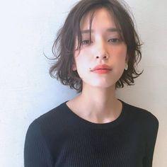 30代を迎えると、子供っぽい髪型は嫌だけど、でもちょっぴり若くて綺麗でいられる、そんな髪型を目指したいですよね♪ そこで、今回は大人の魅力を引き出してくれる髪型をご紹介します。