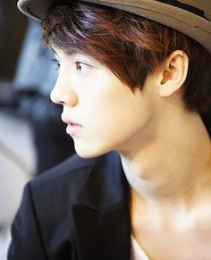 EXO Luhan and his side appearence is too perfectt□