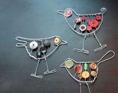 Vogeltjes gemaakt van ijzerdraad en knopen. Je kunt ook visjes maken.