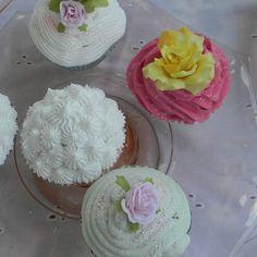 Spackle Fake Cupcakes Fake Cupcakes, Fake Cake, Tea Party Baby Shower, Arts And Crafts, Diy Crafts, Fake Food, Sweet Treats, Cupcake Ideas, Glass Bottles