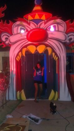 clown Arch... things like this over the doorways? more low tech