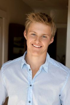 Alexander Ludwig is best known for his roles in Disney's Race to Witch Mountain, The Hunger Games, and History Channel series Vikings. Alexander Ludwig, Luke Alexander, Beautiful Men, Beautiful People, Jason Grace, Attractive People, Celebs, Celebrities, Good Looking Men