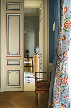 Cream and blue hall with stunning painted paneled doors and beautiful embroidered draperies by somewhat reclusive decorated to the uber-rich, Tino Zervudachi. Home Interior, Interior And Exterior, Interior Decorating, Interior Door, Blue Rooms, Painted Doors, Vintage Modern, Beautiful Space, Beautiful Interiors
