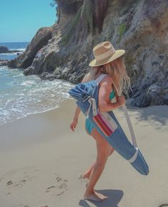 Super cute beach umbrella in a stylish denim bag. Easy to Carry, lightweight, protection. High fashion super cute beach umbrella by beachBRELLA® UV, Fade and Water Resistant. Outdoor Umbrella, Beach Umbrella, Solana Beach, Mermaid Beach, Denim Bag, Laguna Beach, Panama Hat, Carry On, Vintage Inspired