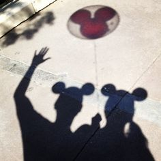 Cute Disney couple photo Woodruff thought of you :) (summer beach couple) Disneyland Couples, Disneyland Engagement Photos, Disneyland Birthday, Disneyland Photos, Disney Couples, Disneyland Trip, Disney Vacations, Disney Trips, Disney Love