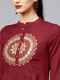 Embroidery On Kurtis, Kurti Embroidery Design, Embroidery Neck Designs, Embroidery On Clothes, Embroidery Motifs, Dress Neck Designs, Kurti Neck Designs, Kurta Designs Women, Kurti Designs Party Wear