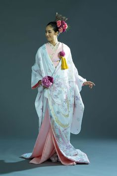 Soft White Uchikake with Lavender Flowers Scattered Throughout with a Pink Kakeshita