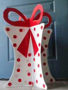 DIY Christmas Present Decoration tutorial- Great centerpiece idea too!
