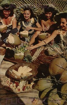When I saw Beth's post about pineapple upside down cake for today, I remembered this postcard from Hawaii , with pineapple centre stage. Hawaiian Girls, Vintage Hawaiian, Hawaiian People, Hawaiian Woman, Hawaii Hula, Tiki Lounge, Vintage Tiki, Collage Background, Tiki Party