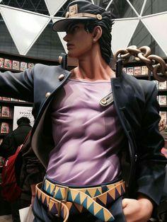 A life size Jotaro statue as seen at New York Comic Con 2017 Jojo's Bizarre Adventure, Vocaloid, Manga Anime, Johnny Joestar, Otaku, Jotaro Kujo, Weather Report, Jojo Memes, Another Anime