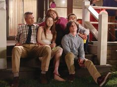 """ABC aired a show that could have brought America together,but no one noticed until Trump was president - For eight seasons, ABC has aired a comedy called """"The Middle."""" It has never been a mega hit, but it has earned steady ratings. Critics like it, but it hasn'tgenerated the think pieces and day-after recaps popular among highbrow cable shows.  Then Donald Trump became president.  """"It was sort of funny how all of a sudden the phone started ringing,"""" DeAnn Heline, the cocreator of ABC…"""