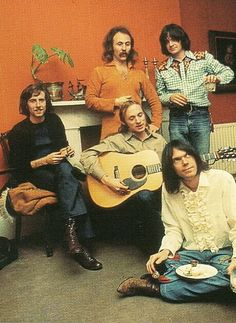 CSNY - 1970 - photo by Barry Wentzell - L-R Graham Nash, Stephen Stills, David Crosby, Dallas Taylor, Neil Young 70s Music, Music Icon, Music Love, Good Music, Music Mix, Music Guitar, Neil Young, Woodstock, Folk Musik