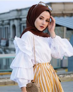 Image may contain: 1 person, standing, hat, child and outdoor Street Hijab Fashion, Muslim Fashion, Modest Fashion, Fashion Outfits, Hijab Fashionista, Modern Hijab, Hijab Fashion Inspiration, Hijabi Girl, Turkish Fashion