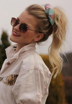 Glastonbury Festival Fashion Inspiration. hippie, bohemian, boho, Pastel floral 90s scrunchie, white denim jacket, round sunglasses