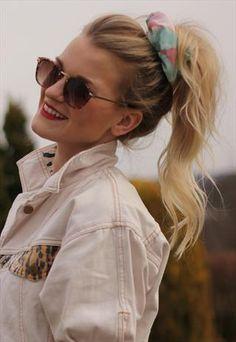 Glastonbury Festival Fashion Inspiration. hippie, bohemian, boho, Pastel floral 90s scrunchie, white denim jacket, round sunglasses