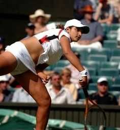 Indian Tennis player Sania Mirza , best photo shot ever seen before. Sania Mirza rubbing the 'lucky' tennis ball while trying to. Sport Treiben, Sport Girl, Sport Tennis, Build Muscle Mass, Beautiful Athletes, Tennis Players Female, Workout Results, Tennis Stars, Keep Fit