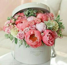 Imagine receiving these.heaven ・・・ How pretty is this floral arrangement by :bouquet: Repost from My Flower, Fresh Flowers, Beautiful Flowers, Pink Flowers, Prettiest Flowers, Luxury Flowers, Peony Flower, Exotic Flowers, Cut Flowers