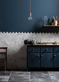 Separamos oito dicas para você que está louco para decorar com cores escuras arrasar e criar ambientes inesquecíveis!