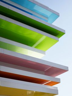 Sugamo Shinkin Bank by Emmanuelle Moureaux Mille Feuille, Beautiful Buildings, Modern Buildings, Beautiful Places, Architecture Design, Amazing Architecture, Japan Architecture, Tokyo Japan, Tokyo City