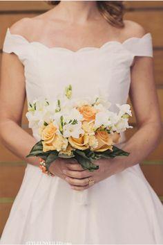 peach & ivory via StyleUnveiled.com / Alante Photography
