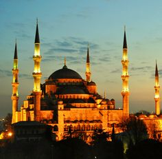 https://flic.kr/p/auYTCE | Blue Mosque I S T A N B U L | The design of the Sultan Ahmed Mosque is the culmination of two centuries of both Ottoman mosque and Byzantine church development. It incorporates some Byzantine elements of the neighboring Hagia Sophia with traditional Islamic architecture and is considered to be the last great mosque of the classical period. The architect has ably synthesized the ideas of his master Sinan, aiming for overwhelming size, majesty and splendour.