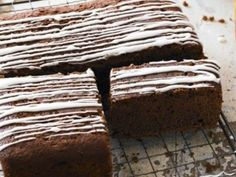 Gingerbread with orange and ginger drizzle. Everyone loves a traybake. We've got simple recipes for brownies, blondies, flapjacks and one-tray cakes using chocolate, fruits and nuts. Just mix these easy traybakes up and get them in the oven… Tray Bake Recipes, Brownie Recipes, Cupcake Recipes, Cooking Recipes, Bonfire Night Treats, Anna Jones Recipes, Easy Gingerbread Recipe, Toffee Cupcakes, Chocolate Dipping Sauce