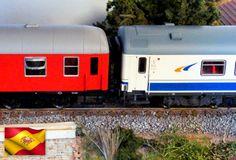 Ferrocarriles españoles. Furgón D12-12404 y coche 1ª 12-70001-2. Escala H0.