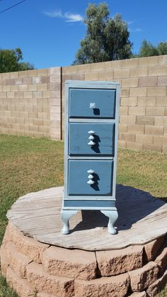 Yep, that's what it needed a little blue love! Filled and redrilled the drawer pulls, used a little gun metal blue for the dark. Voila!