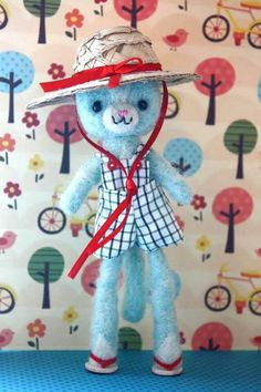 Minina Monena con sombrero