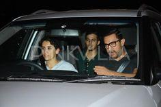 Aamir Khan dines with his Dangal daughters Sanya Malhotra & Fatima Sheikh