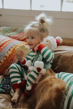 Decorating our Tree - Barefoot Blonde by Amber Fillerup Clark Twin Girls, Twin Babies, Cute Babies, Baby Kids, Cute Kids Pics, Cute Baby Pictures, Blonde Twins, Amber Fillerup Clark, Cute Kids Photography