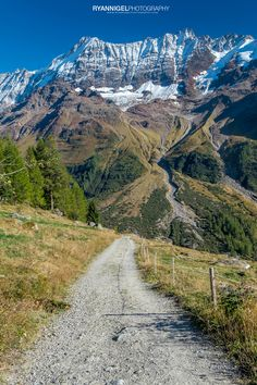 Hiking from LauchernAlp to FaflerAlp: The Lötschental Höhenweg Beautiful Places In The World, Dream Vacations, Roads, Switzerland, Places To See, Landscape Photography, Exploring, Landscapes, Scenery