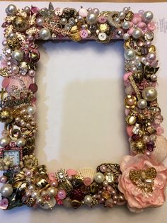 Jeweled picture frame Source by Vintage Jewellery Crafts, Old Jewelry Crafts, Costume Jewelry Crafts, Recycled Jewelry, Vintage Crafts, Diy Decorate Picture Frame, Picture Frame Decor, Jewelry Frames, Jewelry Tree