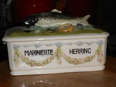 Ditmar Urbach wein majolica fish Marinierte Herring dish casserole art deco