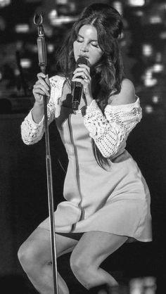 Lana Del Rey performing at the Santa Barbara Bowl music performance Elizabeth Woolridge Grant, Elizabeth Grant, Lana Del Ray, Lana Del Rey Love, Indie, Girl Crushes, My Idol, Beautiful People, Celebrities