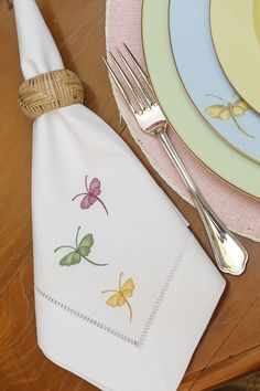 New Embroidery Monogram Ideas Linen Napkins Ideas Embroidery Hoop Nursery, Bee Embroidery, Embroidery Monogram, Embroidery Patterns, Machine Embroidery, Monogrammed Napkins, Personalized Napkins, Linen Napkins, Wedding Napkins