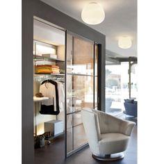 CLEA Italienische Deckenleuchte mit Opalglas. Beleuchtet verströmt die Leuchte ein warmes, blendfreies Licht.