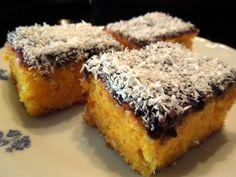 Žĺtky, cukor a olej vymiešame do peny. Pridáme mrkvu, múku zmiešanú s kypriacim práškom a sneh s bielkov. Vmiešame citrónovú šťavu. Cesto dáme… Wedding Catering, Chocolate, Carrot Cake, Banana Bread, Carrots, Deserts, Muffin, Coconut, Breakfast