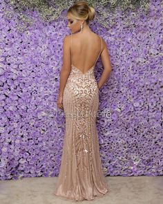 Costas do vestido Stunning Prom Dresses, Gold Prom Dresses, Prom Outfits, Gala Dresses, Quinceanera Dresses, Dance Dresses, Elegant Dresses, Pretty Dresses, Homecoming Dresses