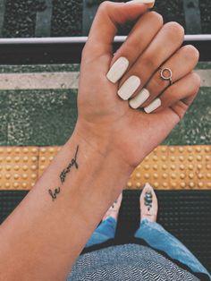 mini tattoos for women \ mini tattoos . mini tattoos with meaning . mini tattoos for girls with meaning . mini tattoos for women Meaningful Word Tattoos, Charm Tattoo, Tattoo Artwork, Subtle Tattoos, Beste Tattoo, Mini Tattoos, Hot Tattoos, Tattoos Skull, Flower Tattoos