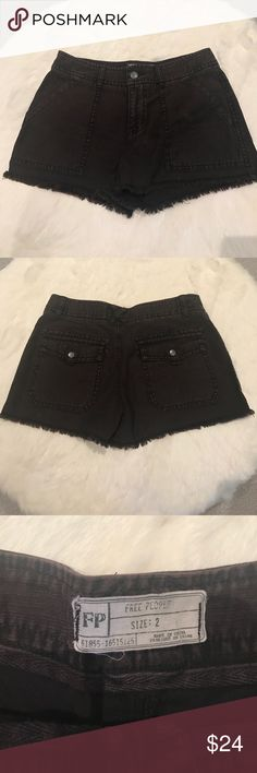 Free people cargo short Cargo short shorts. Flap back pockets with snap closure. In great condition and perfect for the summer. Free People Shorts