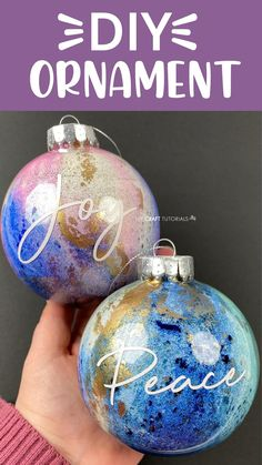 Diy Christmas Gifts, Christmas Crafts, Diy Christmas Baubles, Glass Christmas Balls, Diy Christmas Videos, Christmas Glitter, Christmas Ideas, Christmas Bulbs, Painted Christmas Ornaments